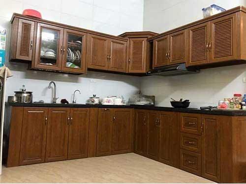 Mẫu tủ bếp nhôm kính đẹp màu gỗ