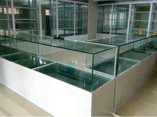 Tủ nhôm kính Bình Tân để trung bày hàng hóa