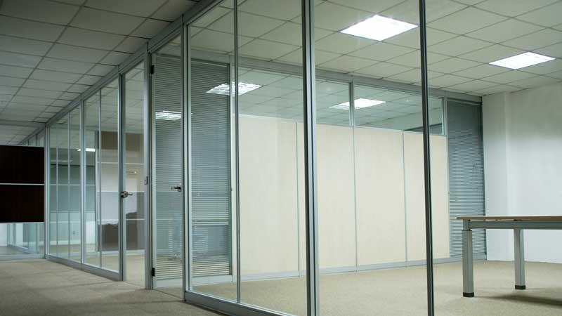 Vách ngăn nhôm kính văn phòng đẹp 2021