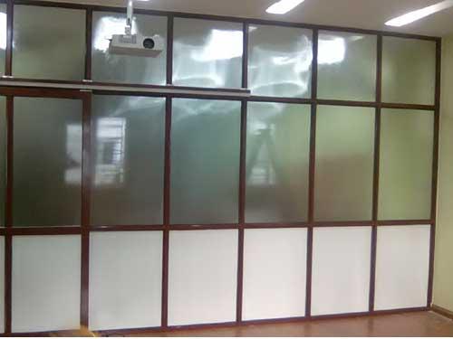 Vách ngăn nhôm kính văn phòng màu gỗ