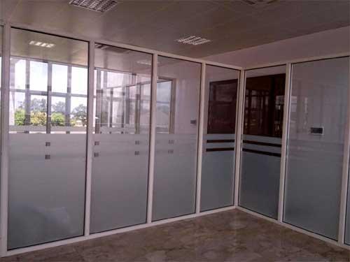 Vách ngăn nhôm kính văn phòng kính mở